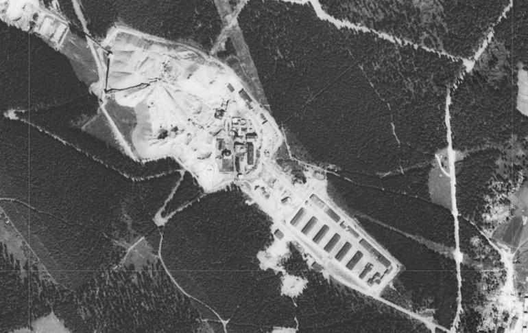 03_05_03_dul_a_lagr_rovnost_na_leteckem_snimku_1952_(kontaminace_cenia.cz).jpg
